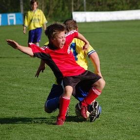 soccer-kids-foul